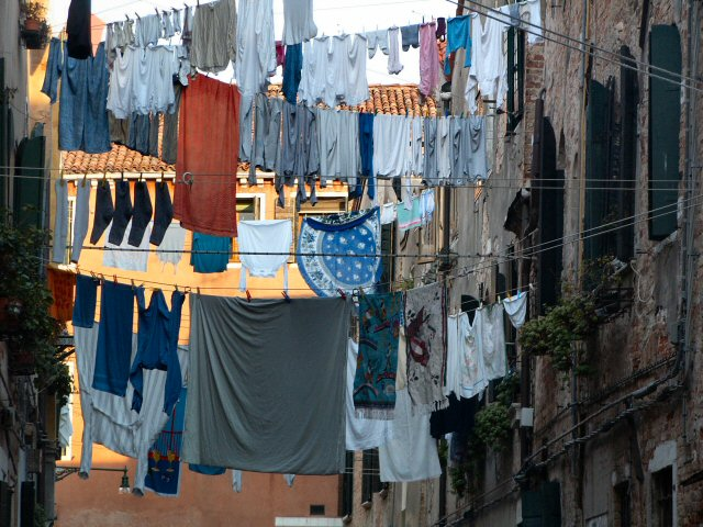 spread clothes in Venice